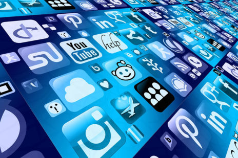 Ein starkes Team: KI und Social Media